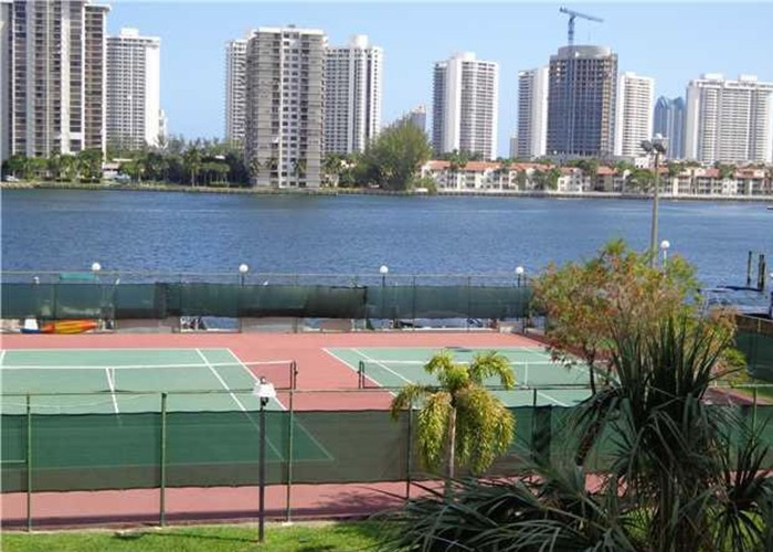 Canchas de tennis - Commodore Plaza